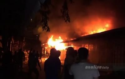 Ratusan Kios Pakaian Bekas di Pasar TPO Tanjung Balai Terbakar