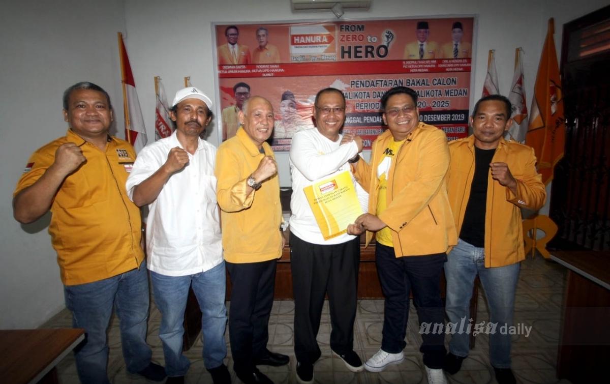 Pakai Kaos #Ayokbikincantikmedan, Akhyar Nasution Daftar ke Empat Partai