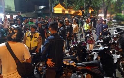 Polisi Dilempari Batu dan Petasan saat Razia Geng Motor