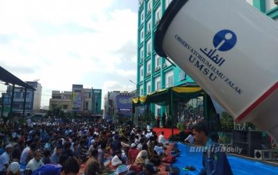 Ribuan Warga Medan Laksanakan Salat Gerhana Matahari