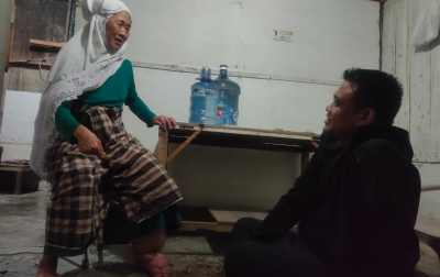Nek Khadijah Terharu Dapat Kunjungan Bobby Nasution
