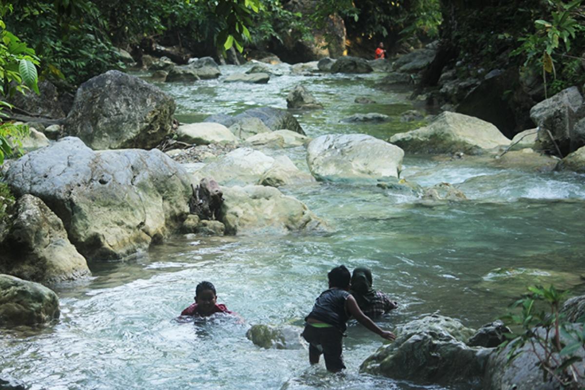 Segarnya Air di Lokasi Wisata Pemandian Pucok Krueng
