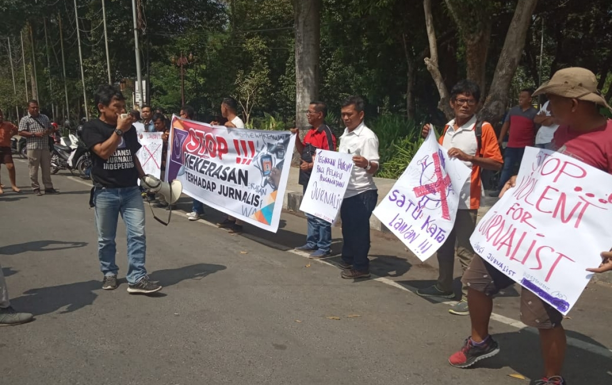 AJI Gelar Aksi Damai Tolak Kekerasan Terhadap Jurnalis di Siantar