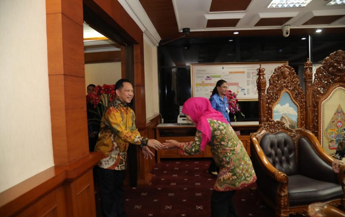 Gubernur Jatim Temui Mendagri Bahas Perpres 80 Tahun 2019