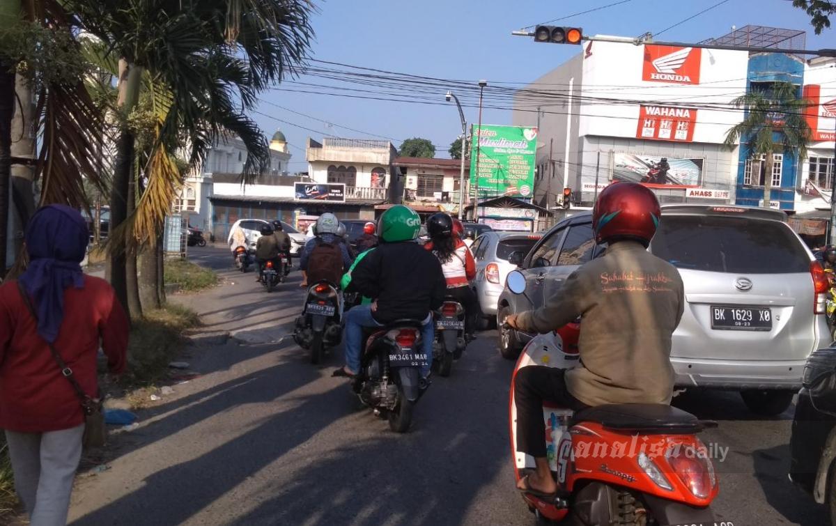 Akhir Pekan, Arus Lalu Lintas Terpantau Ramai Kendaraan
