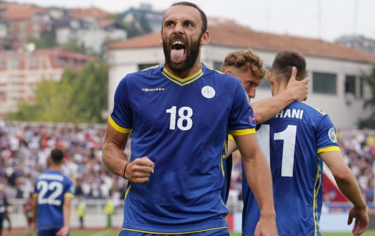 Harry Kane Cedera, Spurs Incar Striker Asal Kosovo