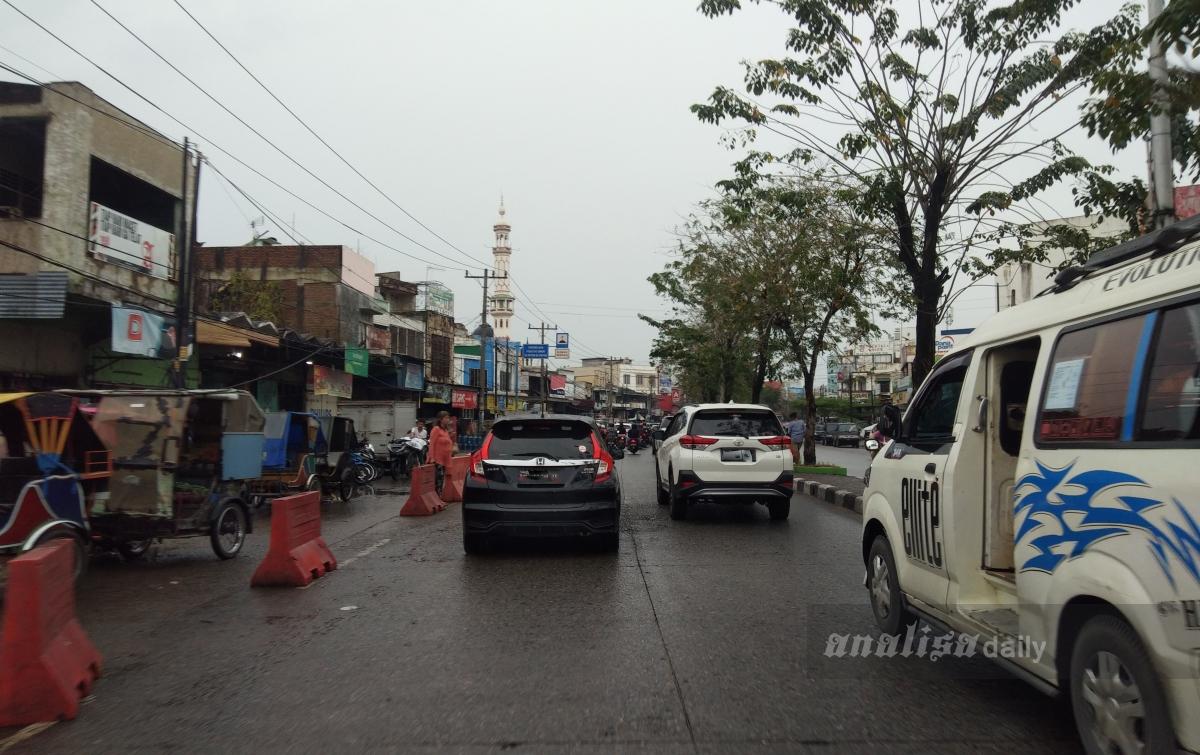Hujan Gerimis, Lalu Lintas di Medan Tetap Ramai