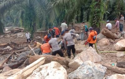 Pencarian Korban Hilang Akibat Banjir Bandang Dilanjutkan