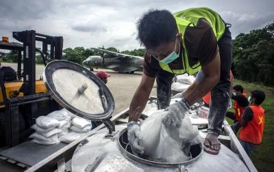 Foto: Operasi Teknologi Modifikasi Cuaca Cegah Banjir Lanjutan