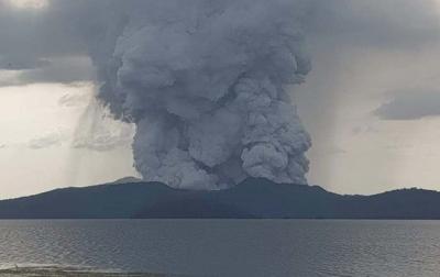 Gunung Api Taal di Filipina Meletus