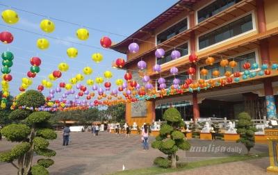 Vihara Maitreya Pasang 3.000 Lampion