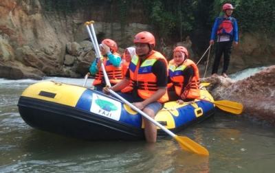 Menjajal Potensi Wisata Arung Jeram Sungai Seruai