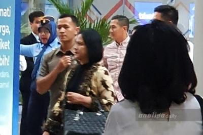 Tiba di Bandara Kualanamu, Iriana Jokowi Gunakan Jalur Umum