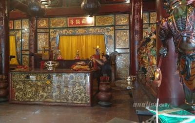 Jelang Tahun Baru Imlek, Pengurus Vihara Gunung Timur Bersih-bersih