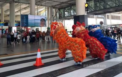 Pertunjukan Barongsai Meriahkan Imlek di Bandara Kualanamu