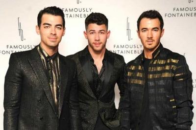 Jonas Brothers Tampil di Residensi untuk Pertama Kalinya