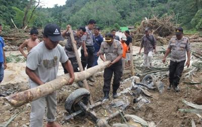 Korban Banjir dan Longsor Menjadi 8 Orang