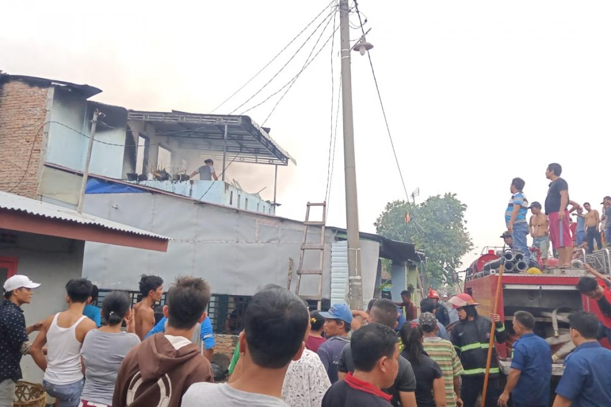 Dua Rumah di Medan Tembung Terbakar