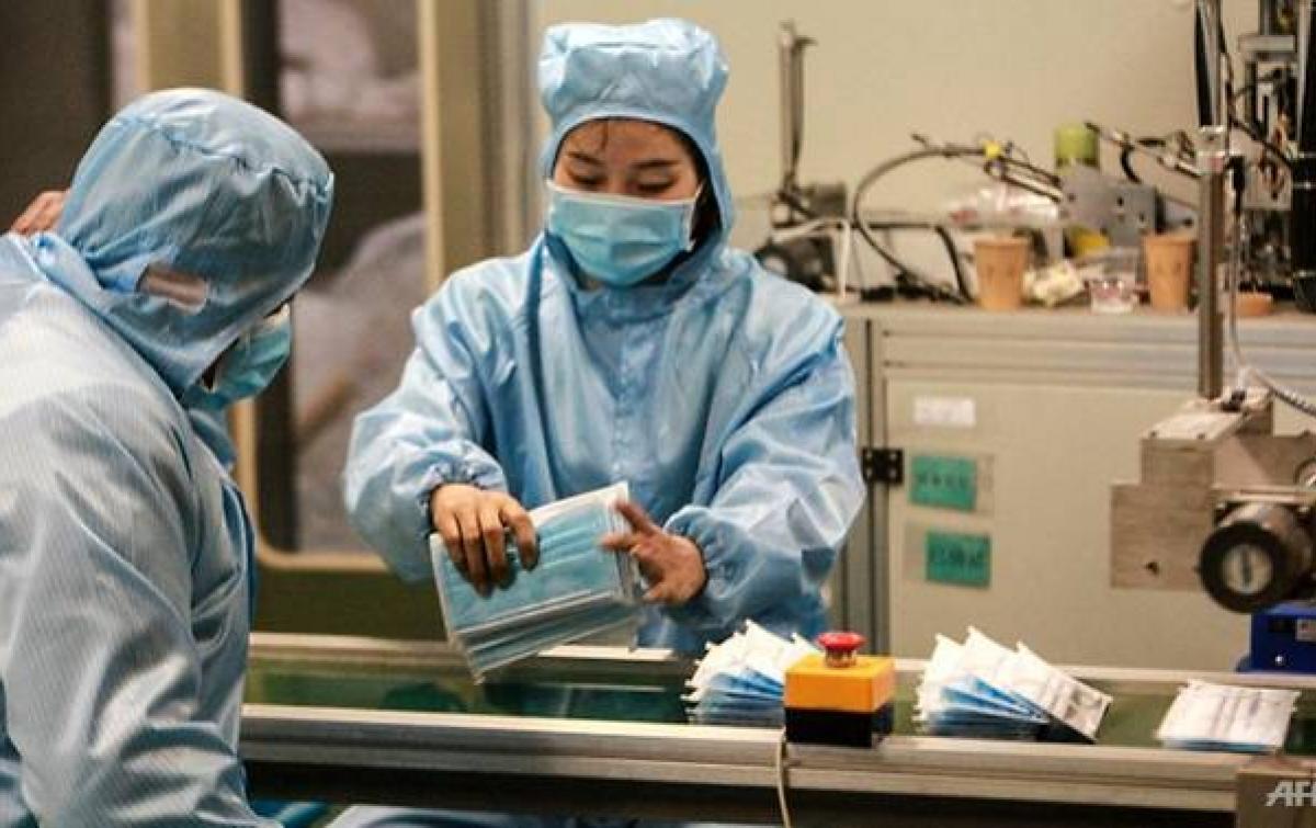 Pabrik-pabrik di China Beralih Memproduksi Masker