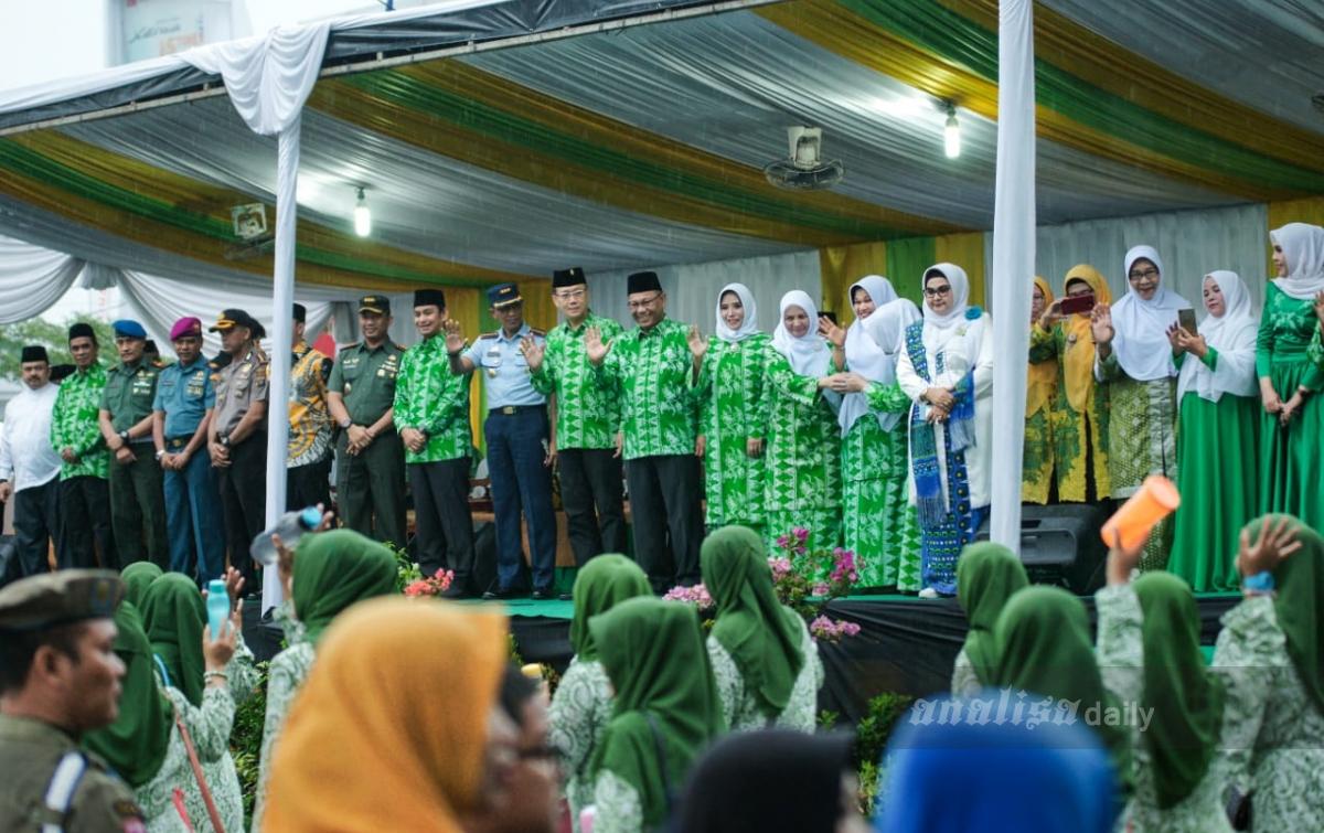 Akhyar Lepas Kafilah Pawai Ta'aruf MTQ ke-53 Tingkat Kota Medan