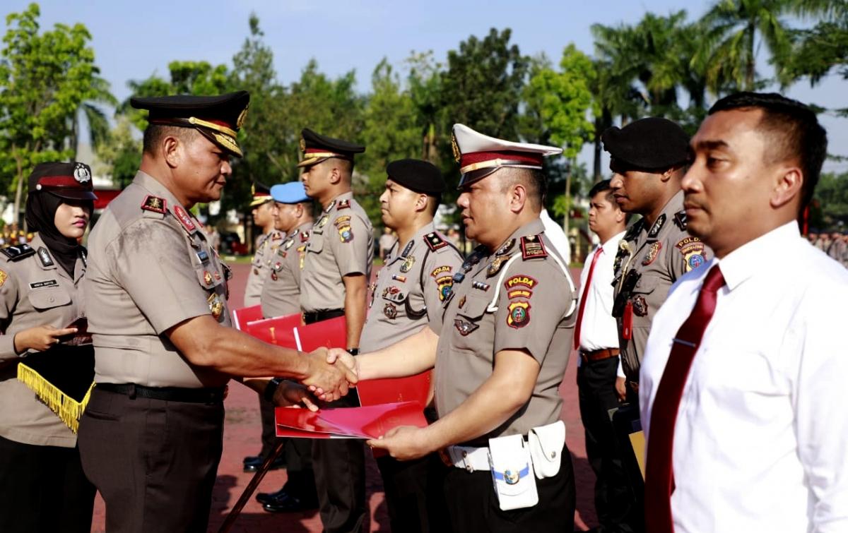 Piagam Penghargaan Diberikan Kepada 6 Personel Polda Sumut