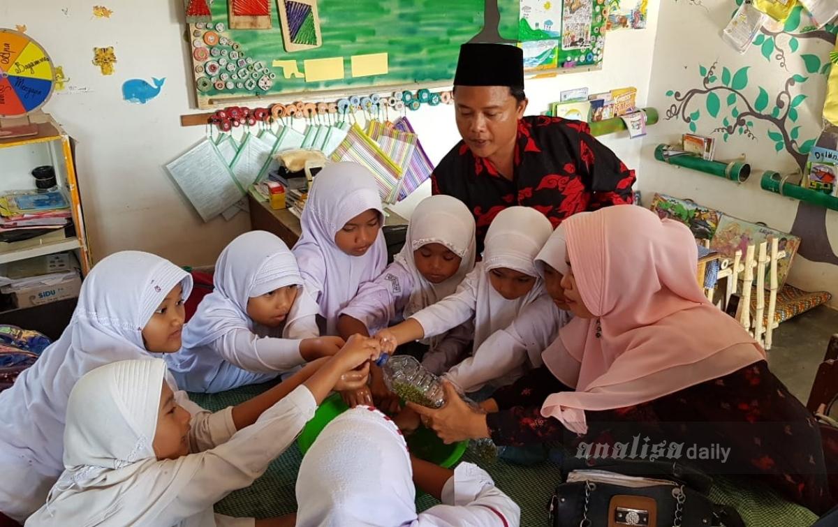 Program Pintar Jadikan Proses Belajar di MIS Amaliyah Lebih Berwarna