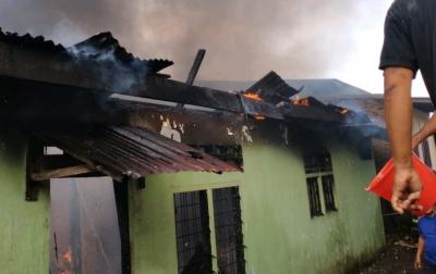 Kebakaran Menghanguskan Dua Rumah di Jalan Pelajar