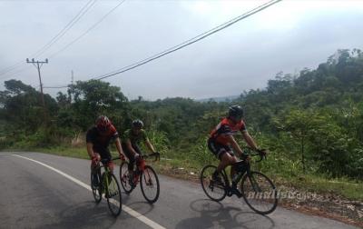 Kapolda Sumut Bersepeda dari Langkat ke Karo