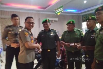 Kapolresta Deliserdang Serahkan SIM Kepada Anggota TNI