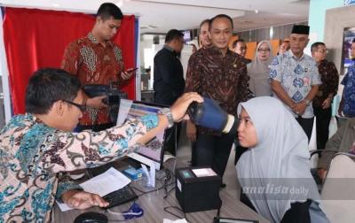 Dirjen Dukcapil Melihat Proses Pelayanan Pembuatan E-KTP