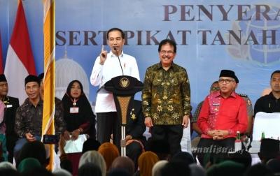 Presiden Jokowi Serahkan 2.576 Sertifikat Tanah di Aceh