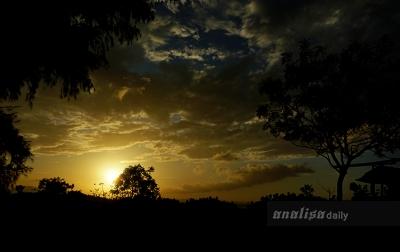 Menikmati Senja di Pantai Alue Naga