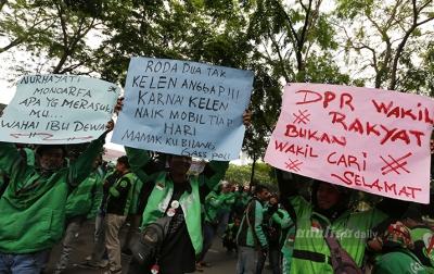 Foto: Unjuk Rasa Driver Ojol di Medan
