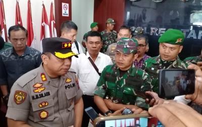Usai Bentrok, Anggota TNI-Polri Saling Bermaafan