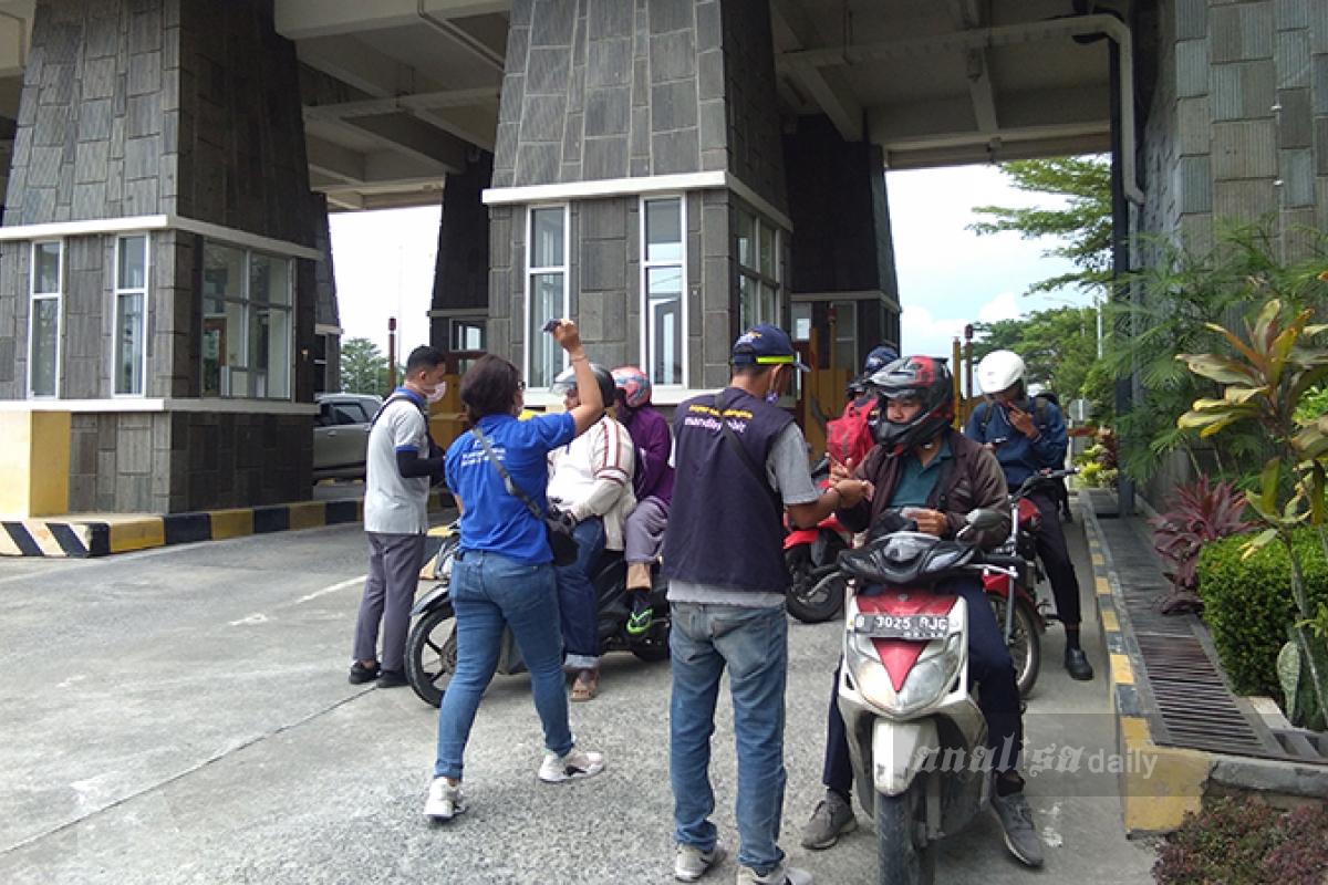 Penjual Kartu di Pintu Gerbang Bandara Kualanamu Disoal