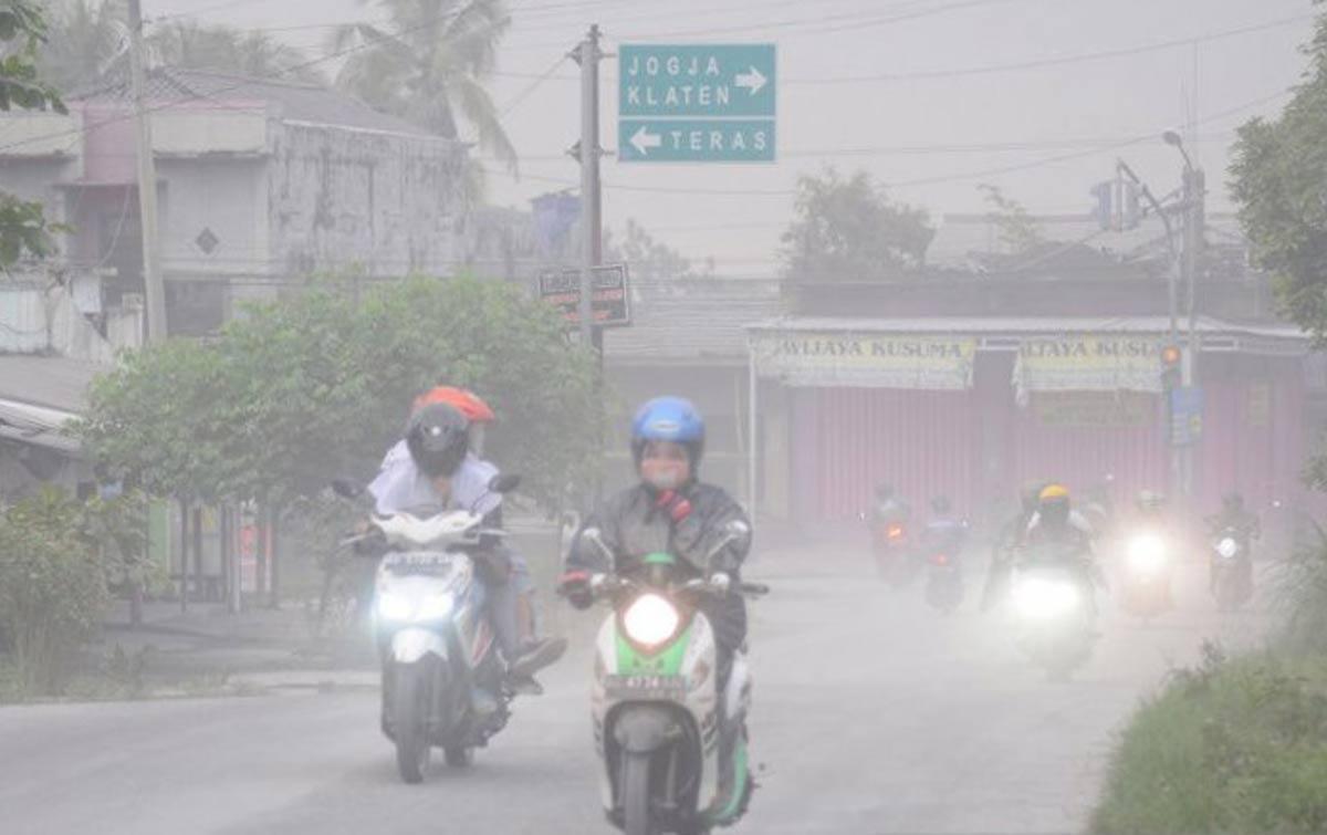 Gunung Merapi Erupsi, Penerbangan di Bandara Adi Sumarmo Tutup Sementara