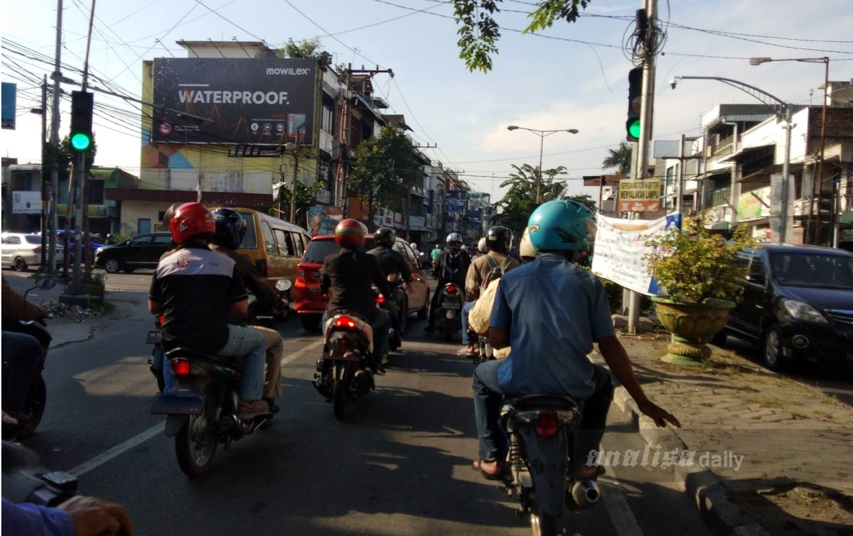 Selasa Pagi, Pengendara di Medan Padati Jalan