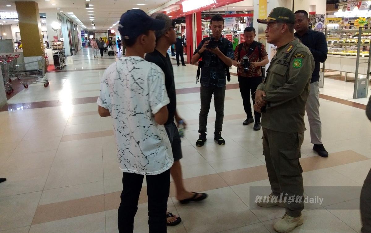 Polisi Pamong Praja Razia Pelajar di Pusat Perbelanjaan