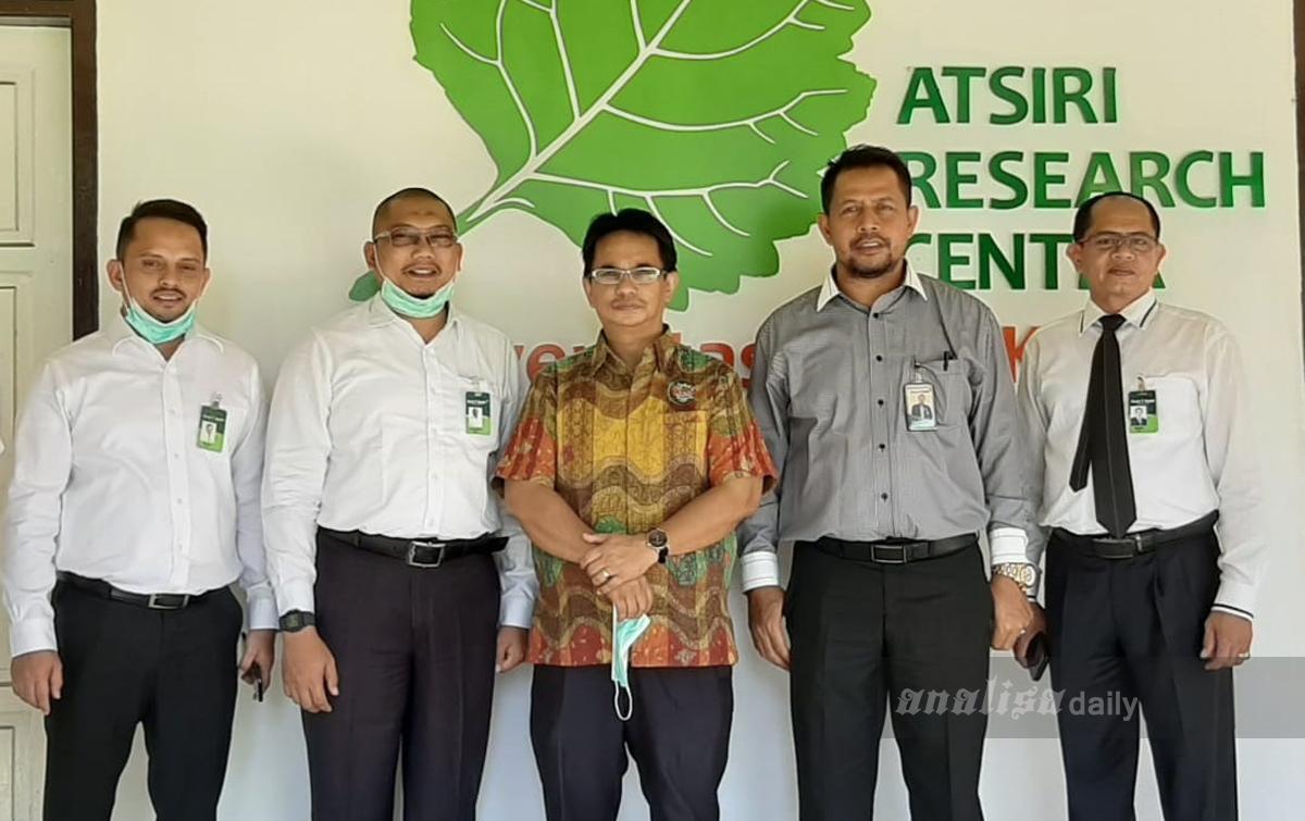 Bank Aceh Syariah Bantu Tingkatkan Produksi Hand Sanitizer