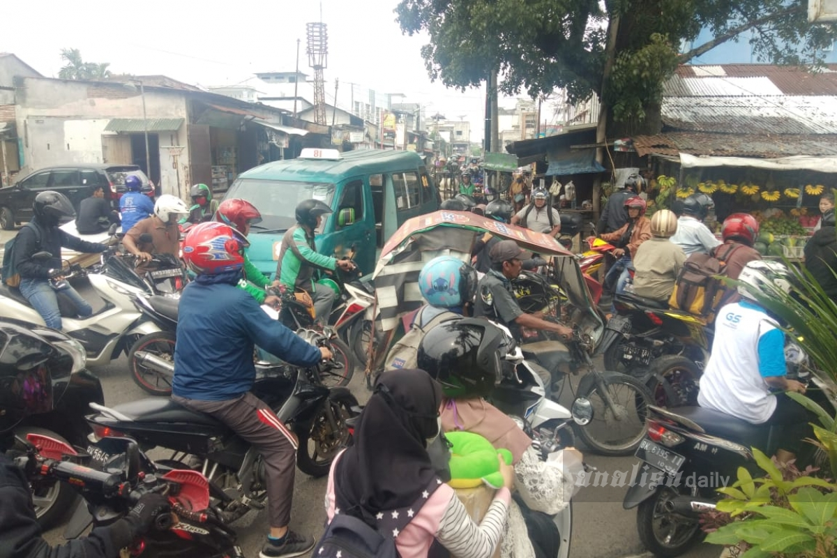 Warga Tutup Jalur Alternatif, Kemacetan Pun Tidak Terhindarkan