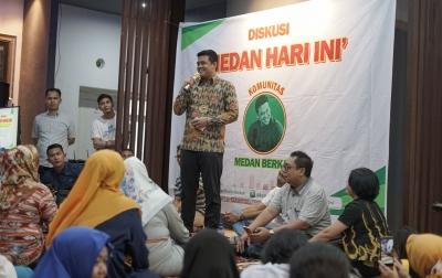 Bobby Nasution Tampung Aspirasi Guru Honorer Medan