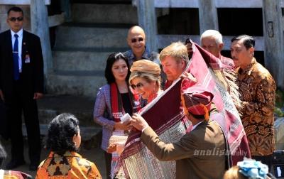 Foto: Raja dan Ratu Belanda di Toba