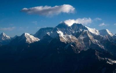 Pemerintah Nepal Tutup Pendakian ke Gunung Everest