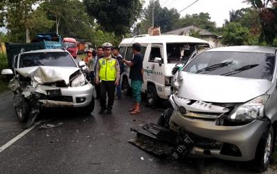 Kecelakaan Beruntun di Sipoholon, Tiga Orang Luka-luka
