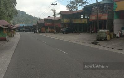 Pasar Buah Tutup dan Jalan Menuju Berastagi Sepi