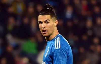 Ronaldo Dikritik Karena Berfoto di Tepi Kolam