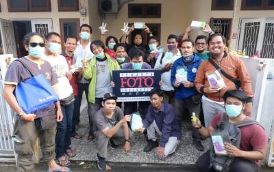 Jurnalis Foto Rentan Tertular COVID-19, PFI Medan Bagikan Masker dan Vitamin