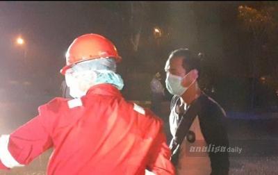 30 TKI dari Malaysia Disemprot Disinfektan
