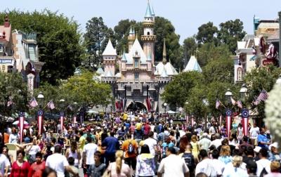 Disneyland Ditutup Tanpa Batas Waktu