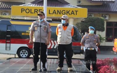 Polres Langkat Semprotkan Disinfektan di Tiga Kecamatan